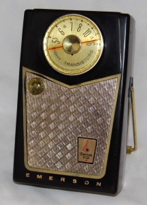 Emerson_Model_888_Pioneer_8-Transistor_AM_Radio,_Made_in_the_USA,_Circa_1958_(21973868670)